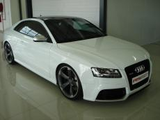 2011 Audi RS5 Coupe 4.2 FSI quattro S tronic - Front 3/4