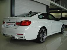 2014 BMW M4 Coupe M-DCT - Rear 3/4