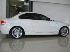 2010 BMW 135i Coupe DCT M-Sport - Side