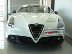 2015 Alfa Romeo Giulietta 1750 QV TCT Squadra Corse - Front
