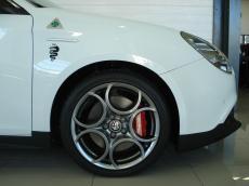 2015 Alfa Romeo Giulietta 1750 QV TCT Squadra Corse - Detail