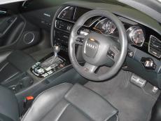 2011 Audi RS5 Coupe quattro S tronic - Interior