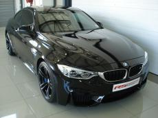 2015 BMW M4 Coupe M-DCT - Front 3/4