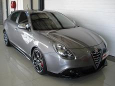 2013 Alfa Romeo Giulietta 1750 TBi QV - Front 3/4