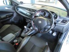 2011 Alfa Romeo Giulietta 1750 TBi QV - Interior