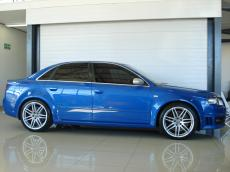 2006 Audi RS4 quattro Sedan - Side