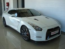 2013 Nissan GT-R Black Edition - Front 3/4
