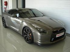2010 Nissan GT-R Black Edition - Front 3/4