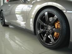 2010 Nissan GT-R Black Edition - Detail