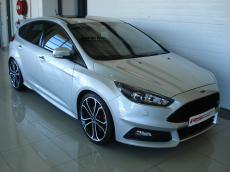 2015 Ford Focus 2.0 EcoBoost ST3 - Front 3/4