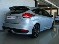 2015 Ford Focus 2.0 EcoBoost ST3 - Rear 3/4