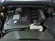 2011 BMW 125i Coupe A/T - Engine